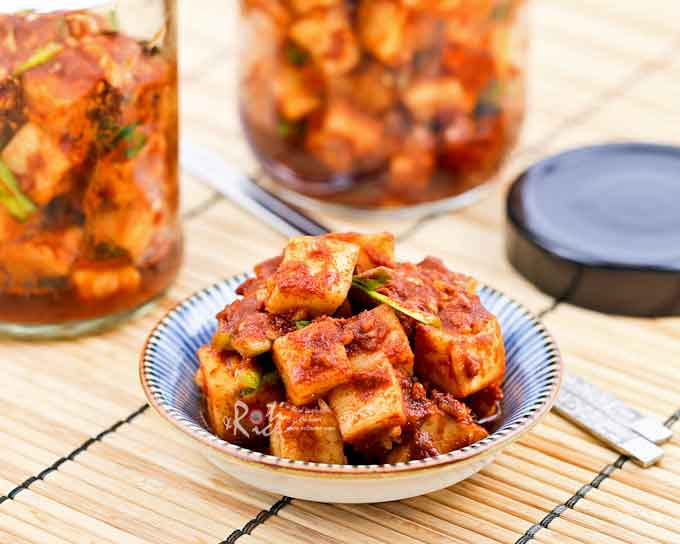 Kkakdugi (Radish Kimchi) is a variety of kimchi made with Korean radish. It is a deliciously spicy and crunchy condiment eaten with steamed rice. | RotiNRice.com