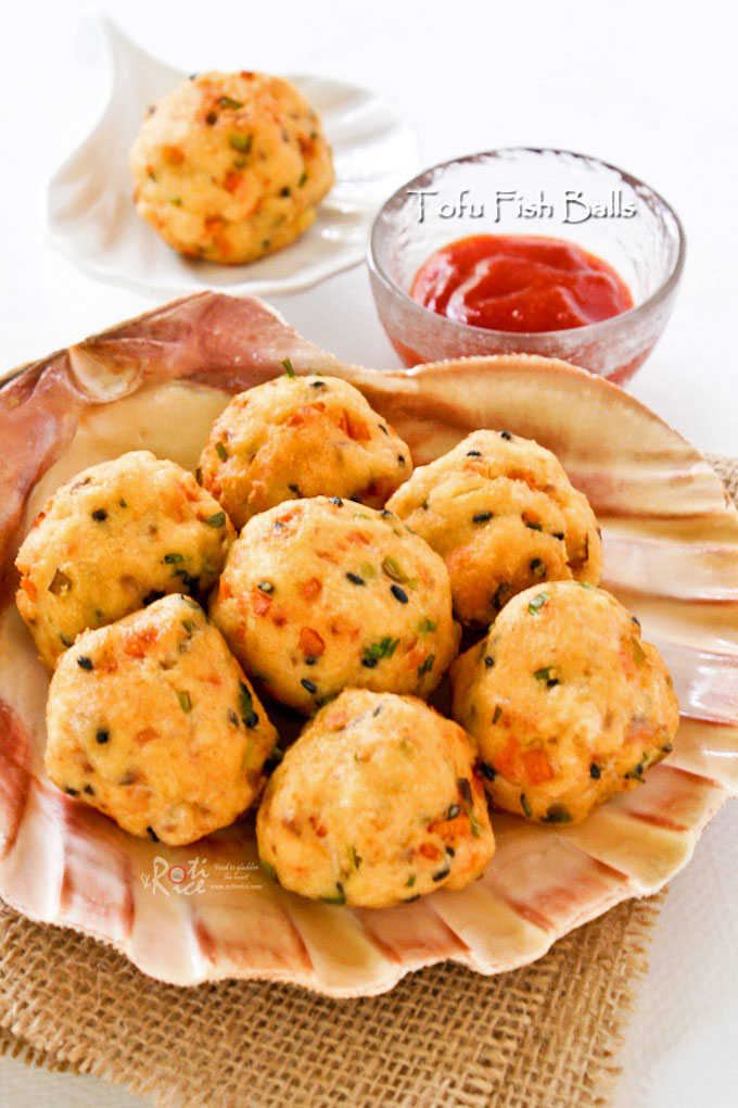 These golden Tofu Fish Balls are excellent served with sweet chili sauce as an appetizer or finger food. Hard to stop at just one. | RotiNRice.com