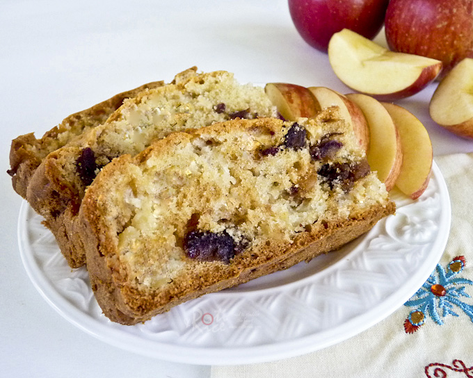 Apple and Dates Cake