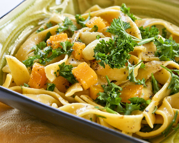 This simple and tasty Butternut Squash Fettuccini with Roasted Garlic is very easy to prepare. Roasting the vegetables bring out their sweetness. | RotiNRice.com
