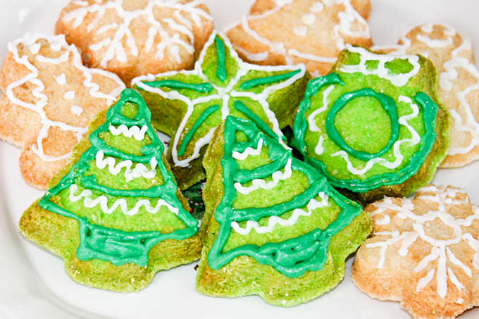 Easy and perfectly shaped Molded Sugar Cookies flavored with vanilla or pandan. No rolling and cutting. Recipe includes traditional and gluten free options. | RotiNRice.com