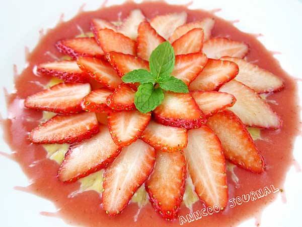 Strawberry Sunburst with Almond Cream