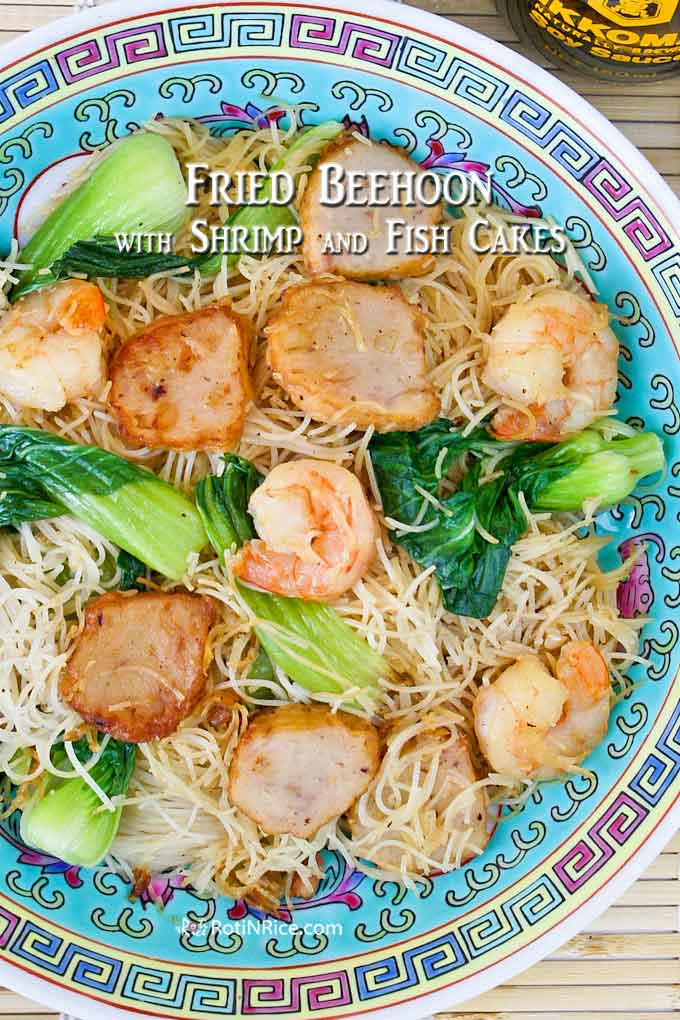This Fried Beehoon with Shrimps and Fish Cakes makes a quick, easy, and satisfying lunch. Less than 30 minutes to prepare. | RotiNRice.com