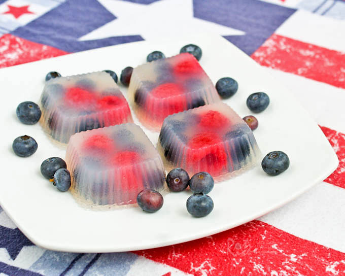 Rose Berry Agar-agar with colors perfect for all your patriotic themed holiday get-together. These rose flavored agar-agar are light, mildly sweet, and refreshing. | RotiNRice.com