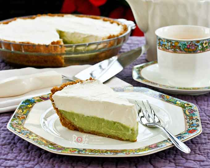 This original recipe Pandan Cream Pie combines a fragrant pandan custard with whipped cream in a Graham cracker or McVitie's Digestive crust. A must-try! | RotiNRice.com