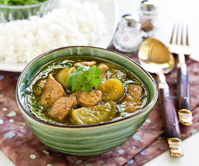 Smoky and flavorful Green Chili Pork made with roasted poblano peppers, tomatillos, spices, and cilantro. Delicious served with rice. | RotiNRice.com