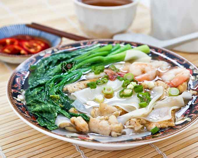 Easy Chicken Rice Flake Noodle Soup, the perfect antidote for a cold day. Tender rice flake noodles in a clear tasty broth. Only minutes to prepare.| RotiNRice.com
