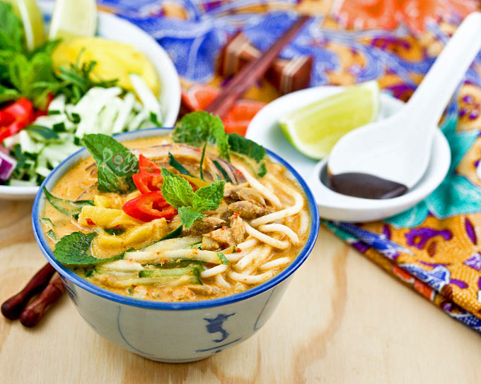 This super tasty Siamese Laksa a.k.a. Lemak Laksa has all the deliciousness of asam laksa and the creaminess of curry laksa. It is a must try! | RotiNRice.com