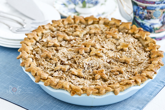 Deliciously spiced apple filling in a fragrant gluten free almond crust make this Apple Pie with Crumb Topping a winner. Step-by-step instructions. | RotiNRice.com
