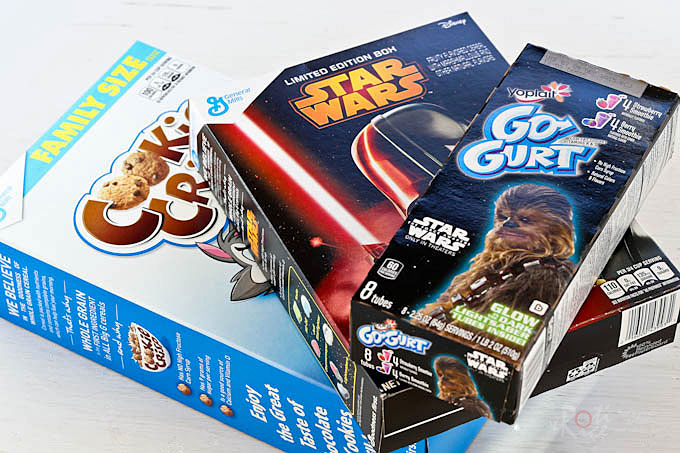 These crunchy and super tasty Galaxy Chocolate Cereal Clusters are perfect for your next viewing of Star Wars™. It is hard to stop at just one! | RotiNRice.com