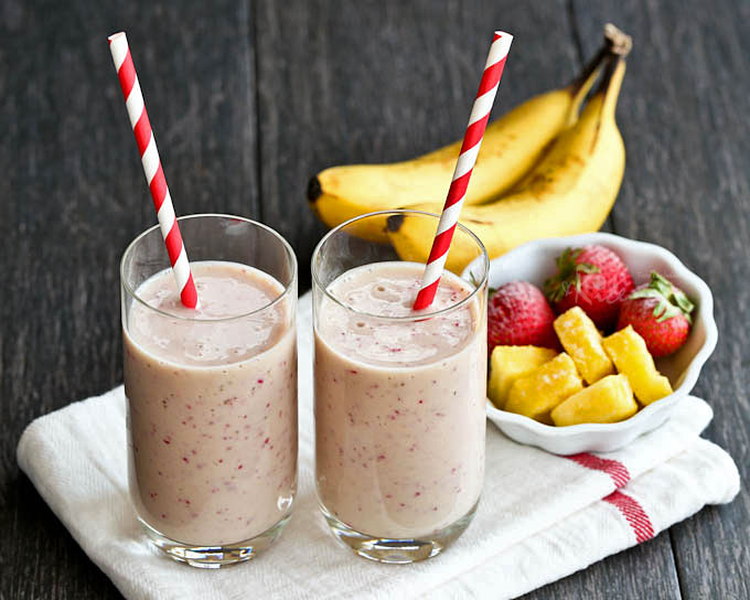 Cool, refreshing Pineapple Strawberry Smoothie with only 4 ingredients. Fast, easy, with no added sugar, and it tastes great! | RotiNRice.com