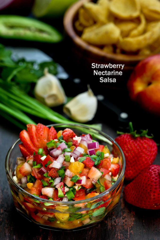 This Strawberry Nectarine Salsa is deliciously sweet, fruity, and a little addicting. Great served with seafood or as a dip with corn chips. | RotiNRice.com